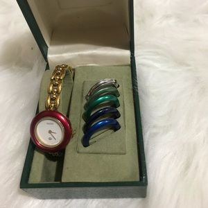 GUCCI Vintage Ladies Dress Bezel Bangle Watch